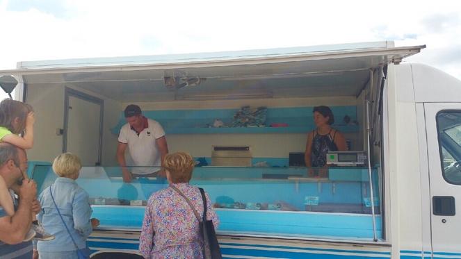 Le jemapa vente de poisson sur le port saint martin de for Vente de poisson
