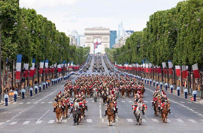 Défilé des Champs-Élysées projection sur grand écran