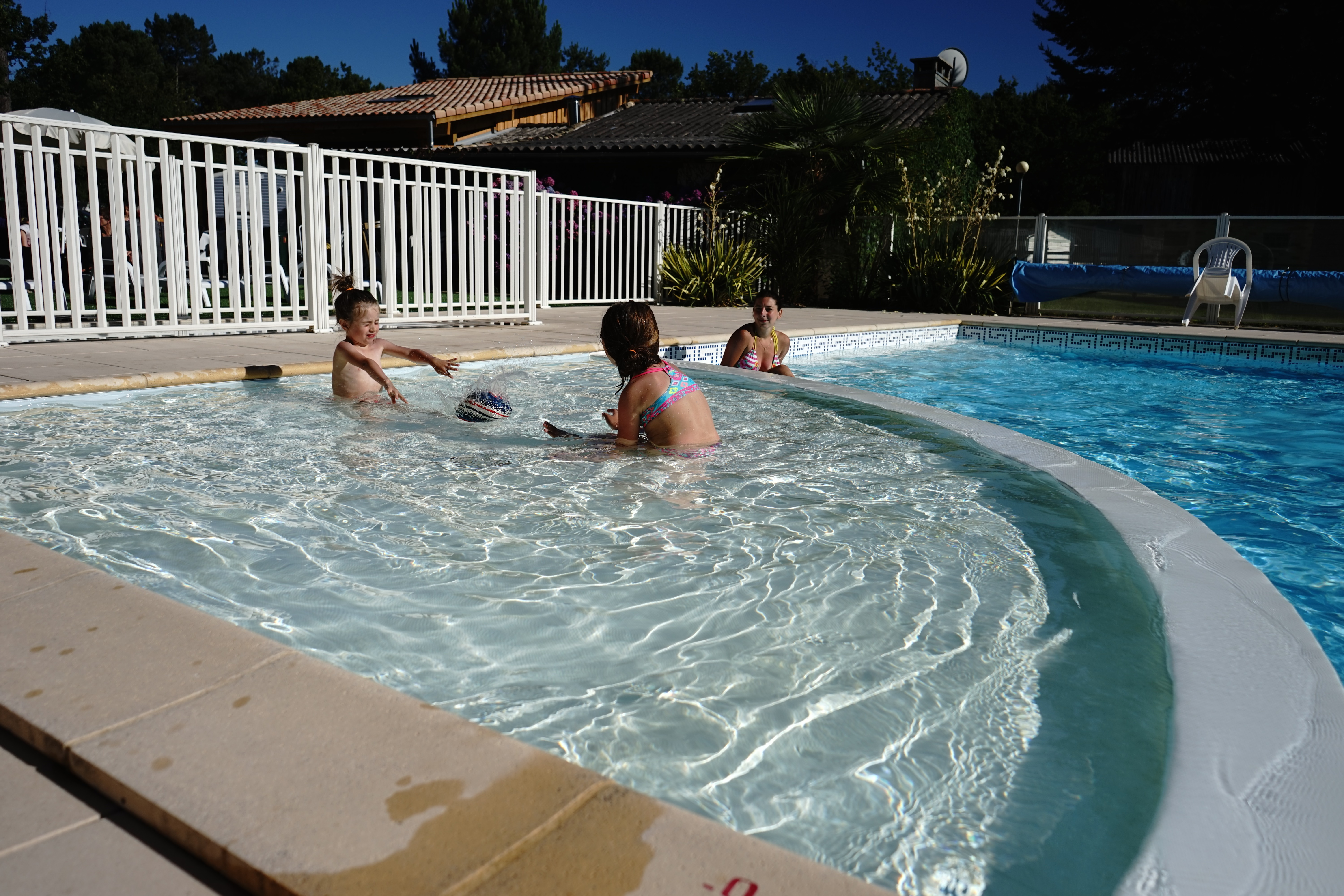 Camping flower le m doc bleu for Camping gironde piscine