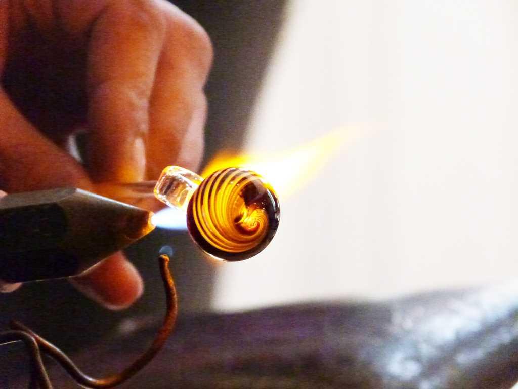 Souffleur De Verre Ile De Ré atelier de verre de maryvonne brullon - antiquités galeries